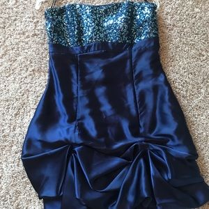 Dresses & Skirts - Juniors cocktail dress. Size 7!